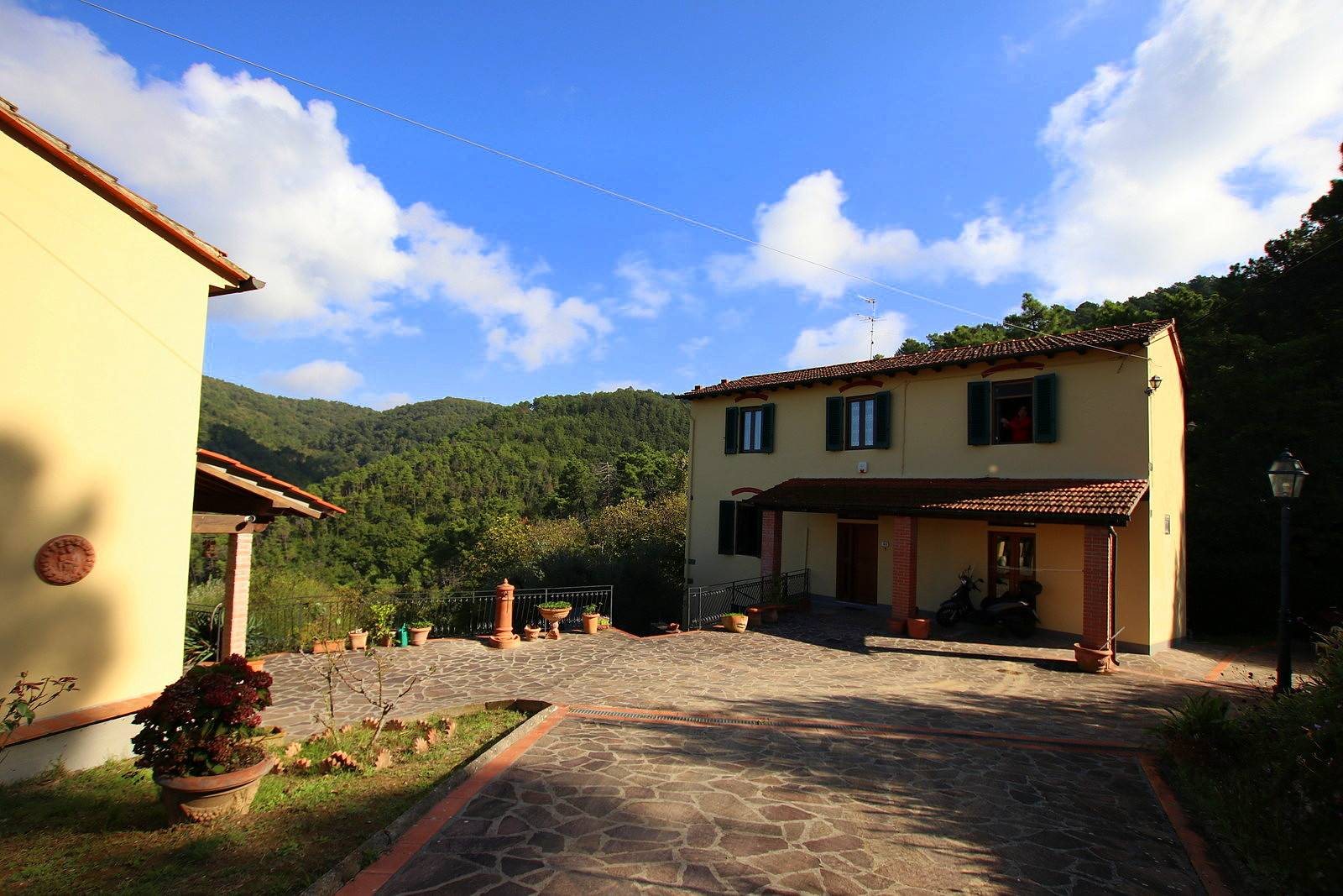 VINCI, Farmhouse for sale of 210 Sq. mt., Good condition, Heating Individual heating system, Energetic class: G, placed at Ground on 2, composed by: