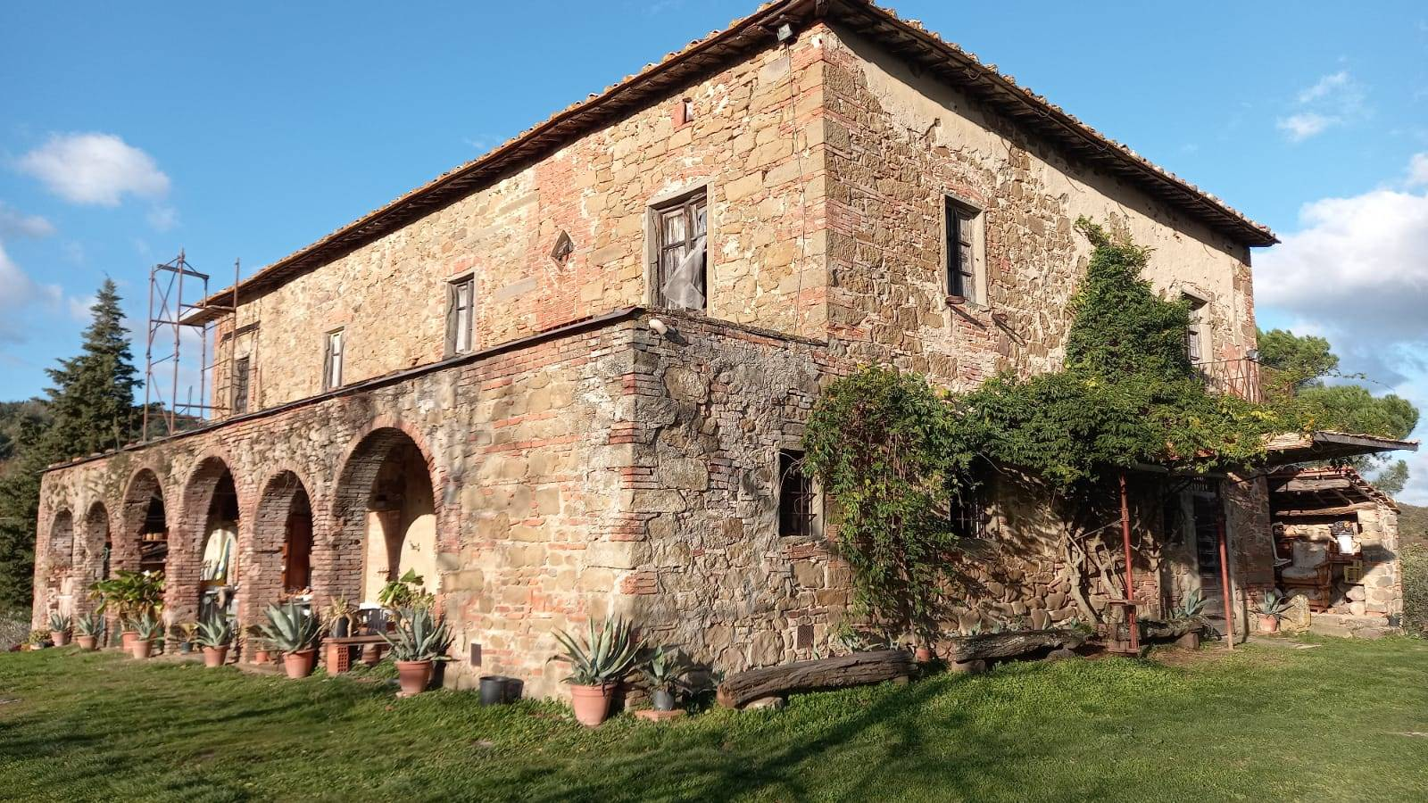 FIGLINE E INCISA VALDARNO, Farmhouse for sale of 900 Sq. mt., Be restored, Heating Individual heating system, Energetic class: G, placed at Ground on