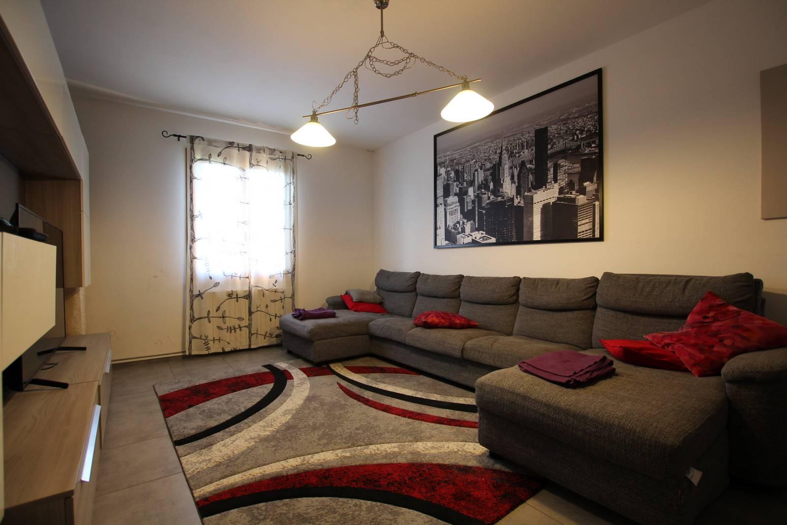 VINCI COLLINA, in zona residenziale, vicino ai servizi, appartamento in perfette condizioni, molto luminoso, posto al piano primo e ultimo, composto