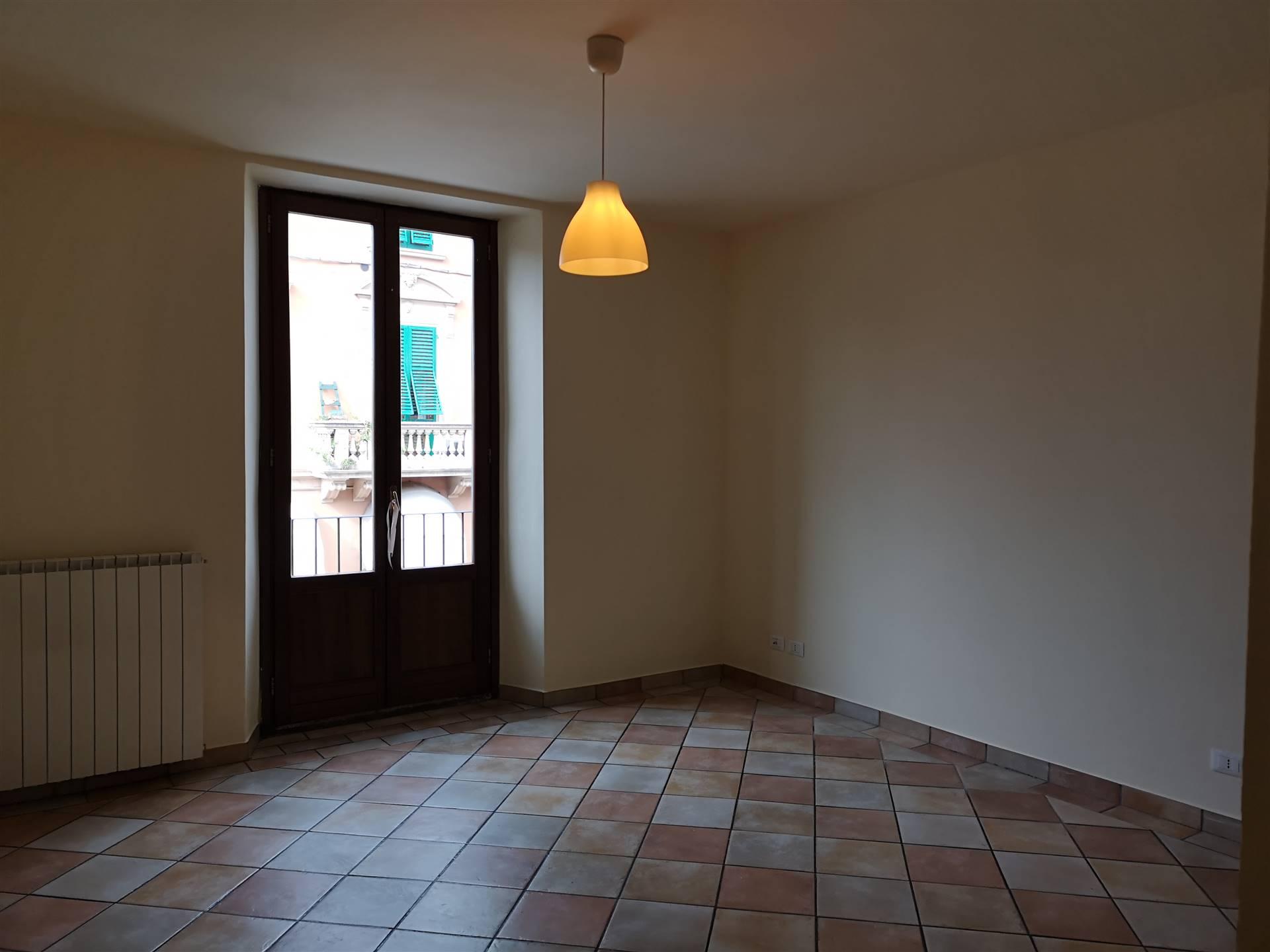 LAMPORECCHIO, Appartamento in affitto, Ristrutturato, Riscaldamento Autonomo, Classe energetica: G, posto al piano 1° su 1, composto da: 3 Vani,