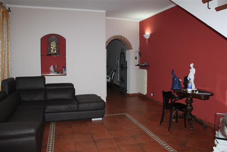 Villa in vendita a Novi Ligure, 5 locali, zona Località: GIARDINI, prezzo € 219.000   CambioCasa.it