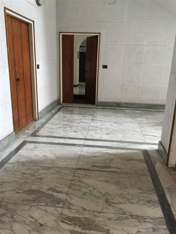Ufficio / Studio in affitto a Novi Ligure, 4 locali, zona Località: GIARDINI, prezzo € 600 | CambioCasa.it