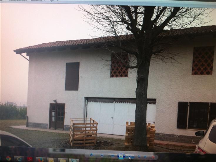 Vendita casa semi indipendente frazioni quattro cascine for Officina garage indipendente