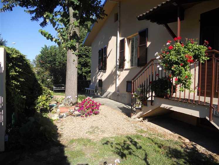 Villa in vendita a Pasturana, 10 locali, prezzo € 249.000   CambioCasa.it