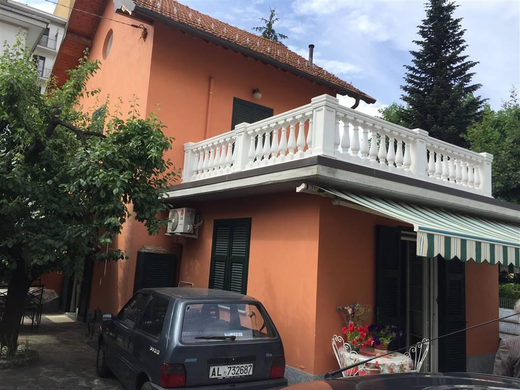 Villa in vendita a Novi Ligure, 9 locali, zona Località: VIA VERDI, CASERME, prezzo € 400.000 | CambioCasa.it