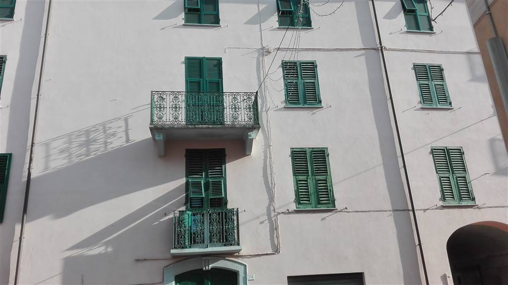 Appartamento in vendita a Arquata Scrivia, 8 locali, prezzo € 75.000   CambioCasa.it