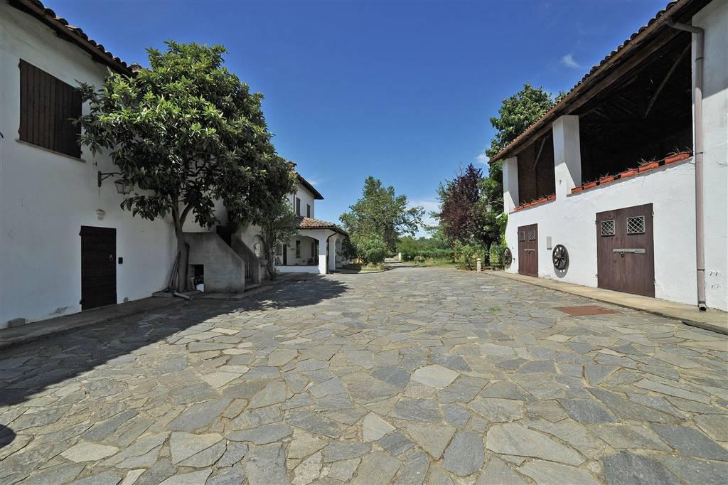 Villa in vendita a Novi Ligure, 20 locali, zona Località: COLLINE, prezzo € 1.200.000   CambioCasa.it