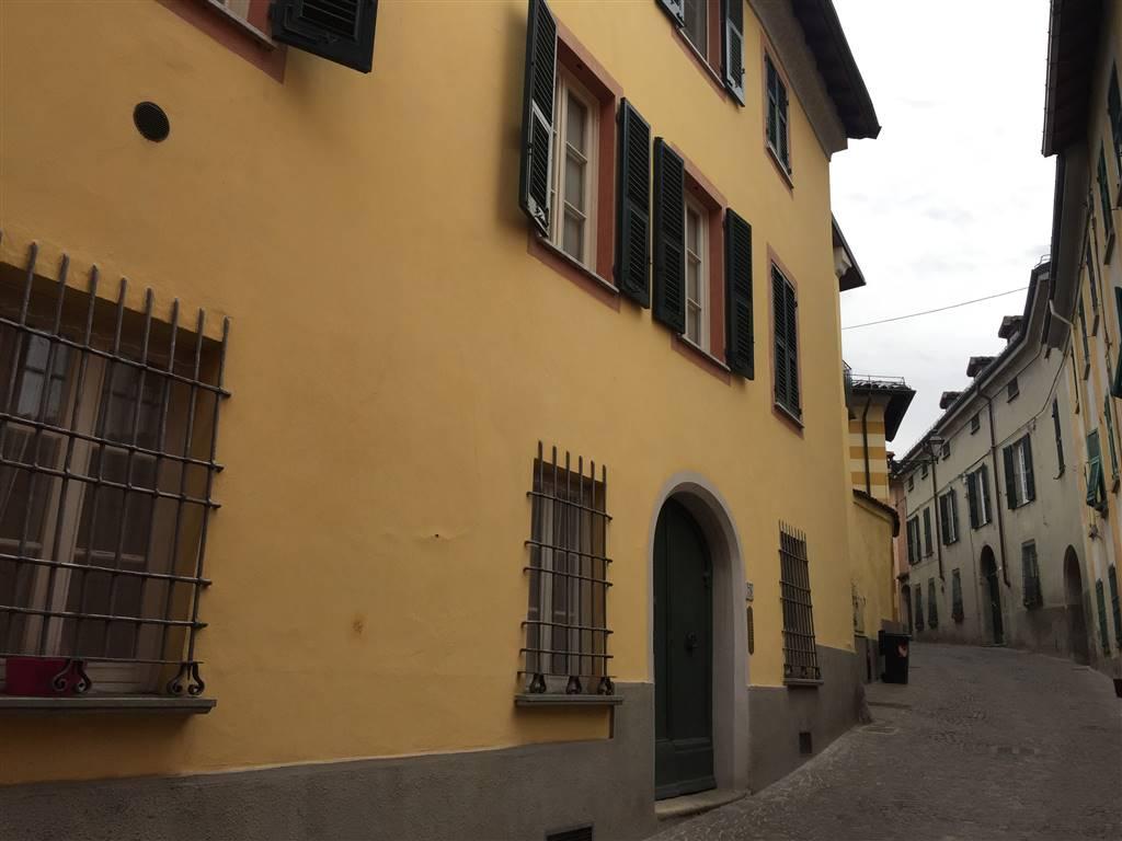 Appartamento in vendita a Novi Ligure, 5 locali, zona Località: CENTRO STORICO, prezzo € 175.000 | CambioCasa.it