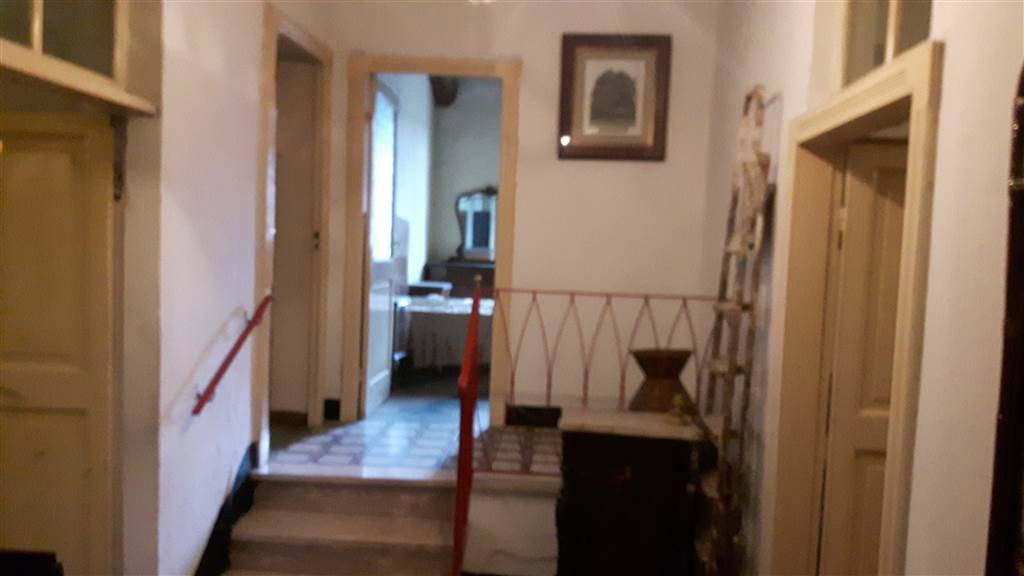 Appartamento in vendita a Arquata Scrivia, 6 locali, zona Zona: Rigoroso, prezzo € 65.000   CambioCasa.it