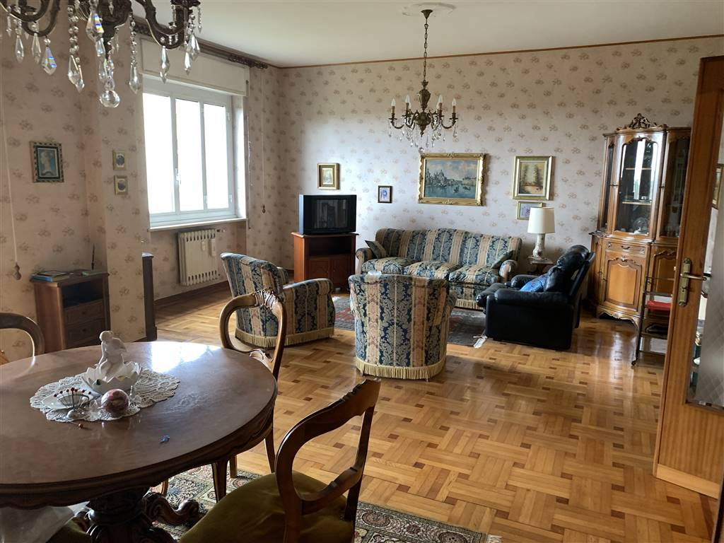 Appartamento in vendita a Novi Ligure, 5 locali, zona Località: VIALI, prezzo € 55.000   CambioCasa.it