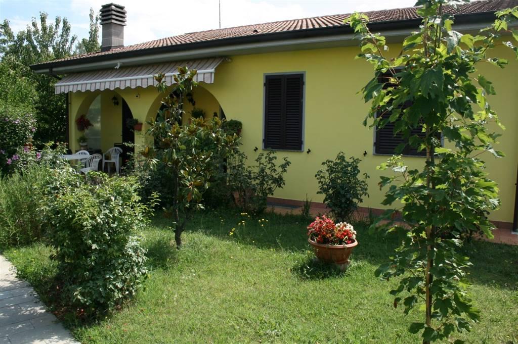 Villa in vendita a Tortona, 6 locali, prezzo € 450.000 | PortaleAgenzieImmobiliari.it