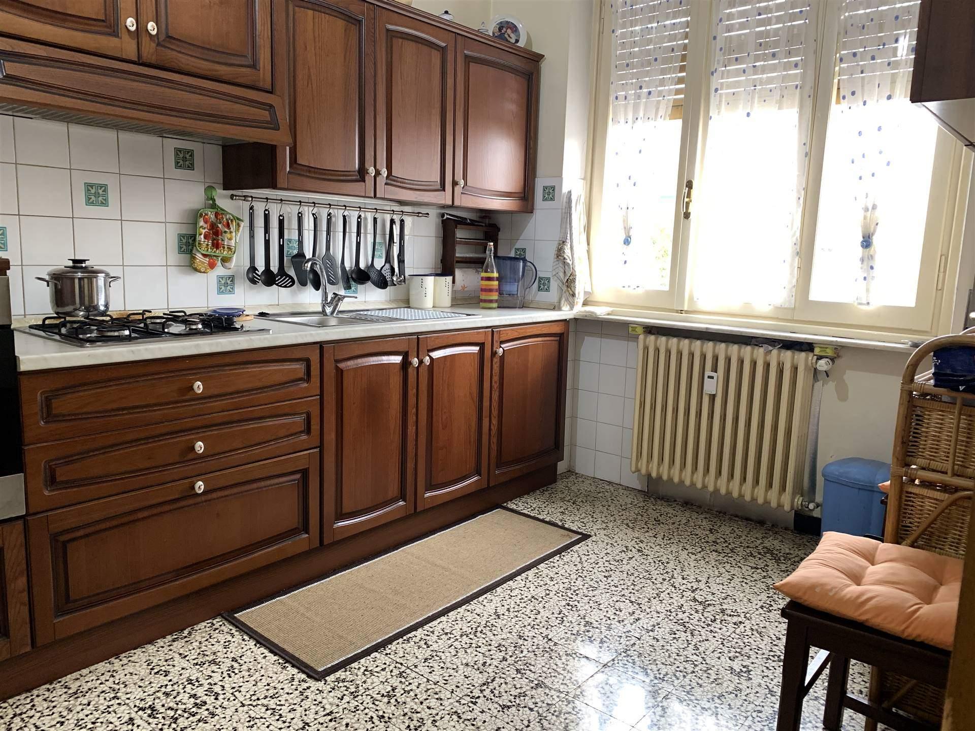 Appartamento in vendita a Novi Ligure, 5 locali, zona Località: VIA VERDI, CASERME, prezzo € 75.000 | CambioCasa.it