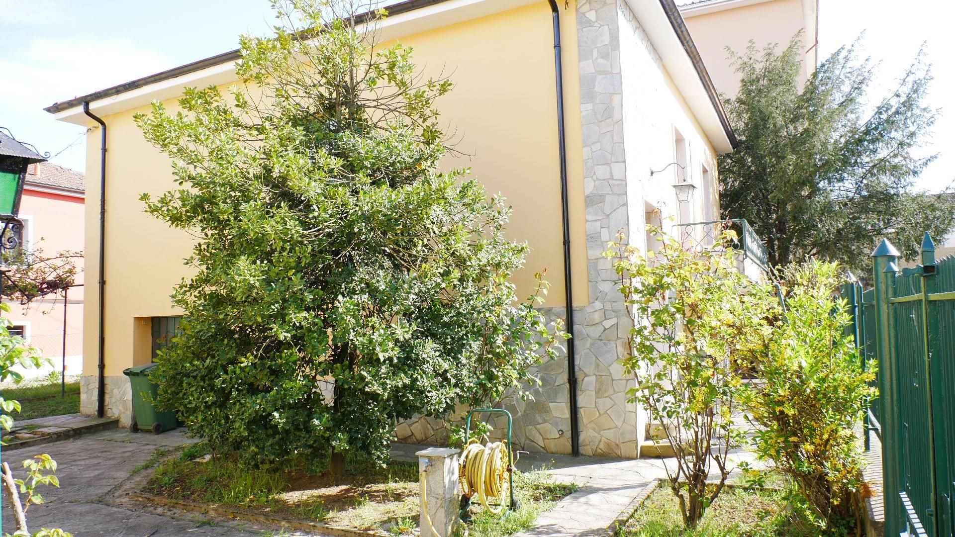 Villa in vendita a Novi Ligure, 7 locali, prezzo € 170.000 | PortaleAgenzieImmobiliari.it