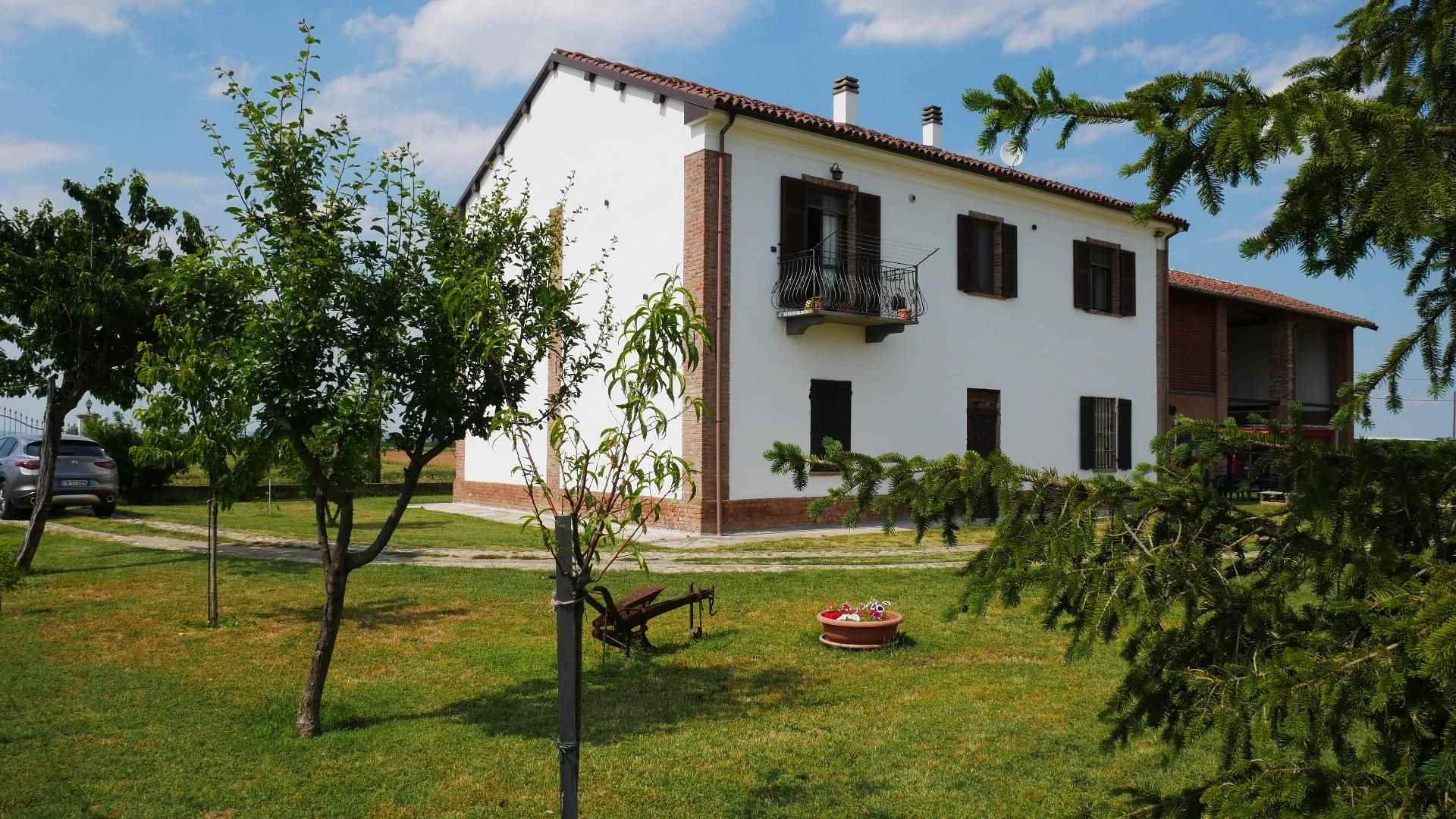 Villa in vendita a Pozzolo Formigaro, 15 locali, prezzo € 250.000 | CambioCasa.it