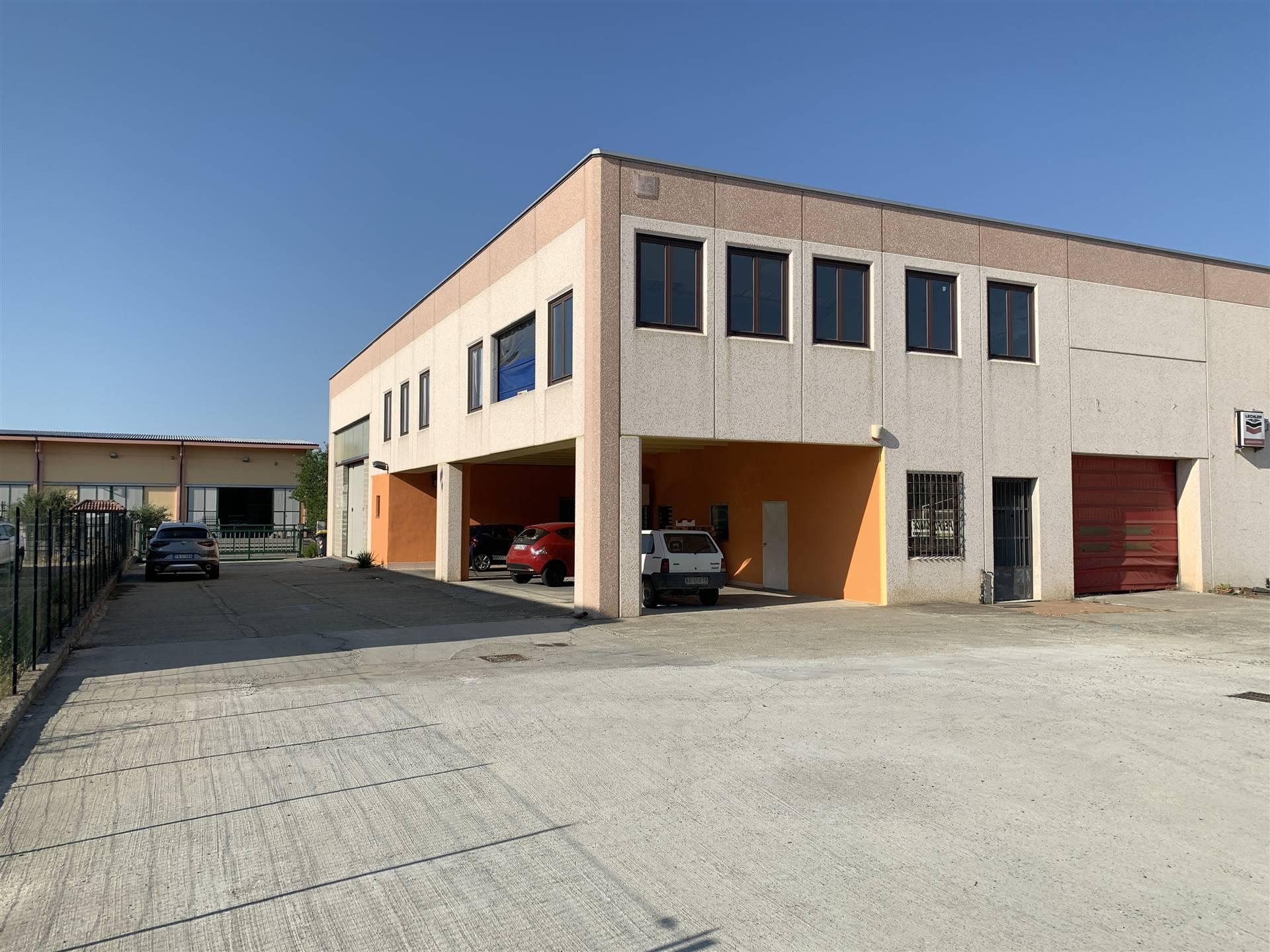 Laboratorio in vendita a Novi Ligure, 4 locali, prezzo € 220.000 | PortaleAgenzieImmobiliari.it