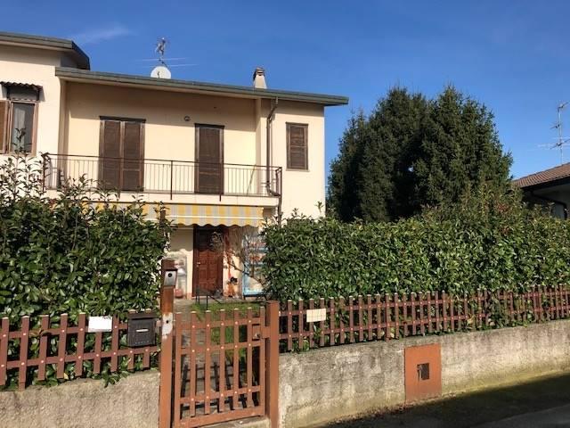 Nelle immediate vicinanze nella località Badalasco disponiamo di una bellissima villa angolare su due livelli di ampia metratura con fantastico