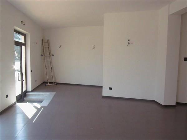 Immobile Commerciale in affitto a Sarzana, 1 locali, prezzo € 700 | CambioCasa.it