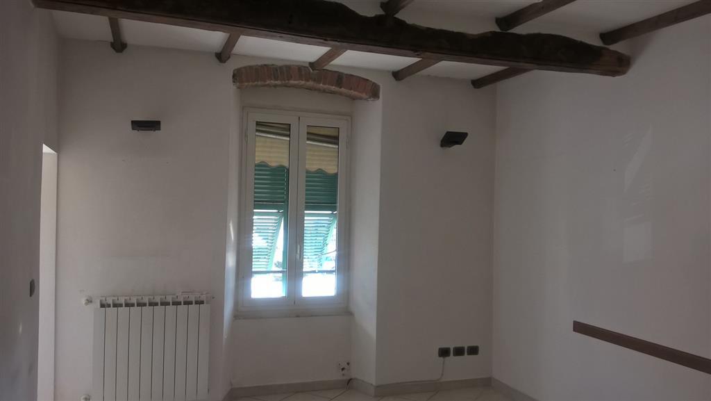 Ufficio / Studio in vendita a Sarzana, 3 locali, zona Località: CENTRO, prezzo € 135.000 | CambioCasa.it