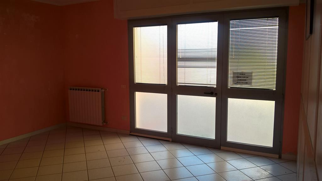 Ufficio / Studio in affitto a Sarzana, 2 locali, zona Località: SEMICENTRO, prezzo € 430 | CambioCasa.it