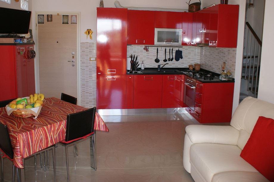 Appartamento in vendita a Santo Stefano di Magra, 4 locali, zona Zona: Ponzano Madonnetta, prezzo € 210.000 | CambioCasa.it
