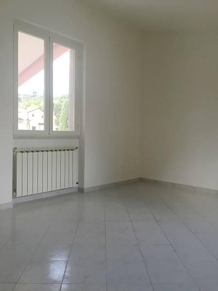 Appartamento in affitto a Sarzana, 4 locali, zona Località: NAVE, prezzo € 650 | CambioCasa.it