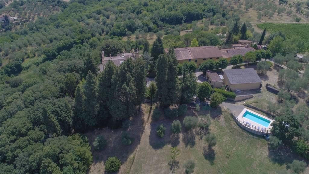 ROSANO, RIGNANO SULL'ARNO, Fermes des vendre de 800 Mq, Excellentes, Classe Énergétique: G, composé par: 1 Local, Jardin Exclusif, Cave, Négociations