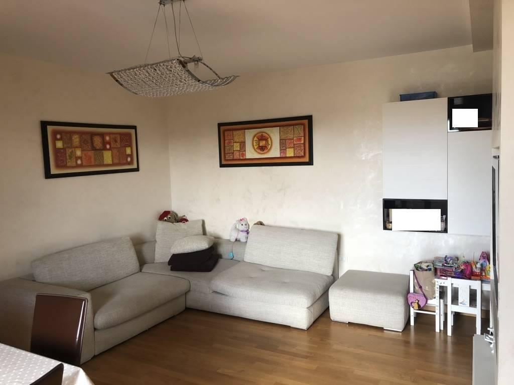 GRIGNANO, PRATO, Appartamento in vendita di 77 Mq, Ottime condizioni, Riscaldamento Autonomo, Classe energetica: G, posto al piano 2° su 4, composto