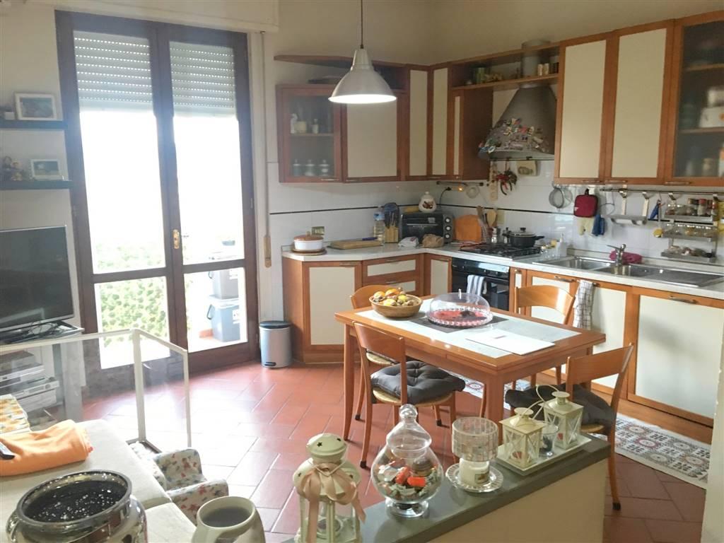 PONTE ALL'ASSE, SIGNA, Appartement des vendre de 70 Mq, Habitable, Chauffage Autonome, Classe Énergétique: F, par terre 3° sur 5, composé par: 3
