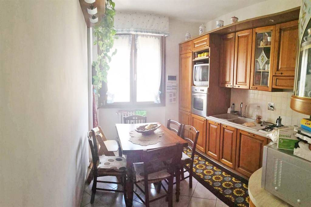 QUINTO BASSO, SESTO FIORENTINO, Apartment for sale of 100 Sq. mt., Restored, Heating Centralized, Energetic class: G, placed at 5° on 5, composed by: