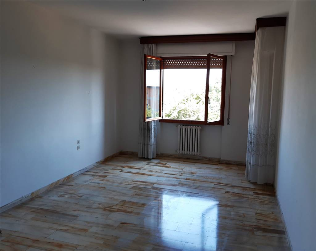 SAN PAOLO, PRATO, Apartment for sale of 120 Sq. mt., Good condition, Heating Individual heating system, Energetic class: G, placed at 4° on 5,