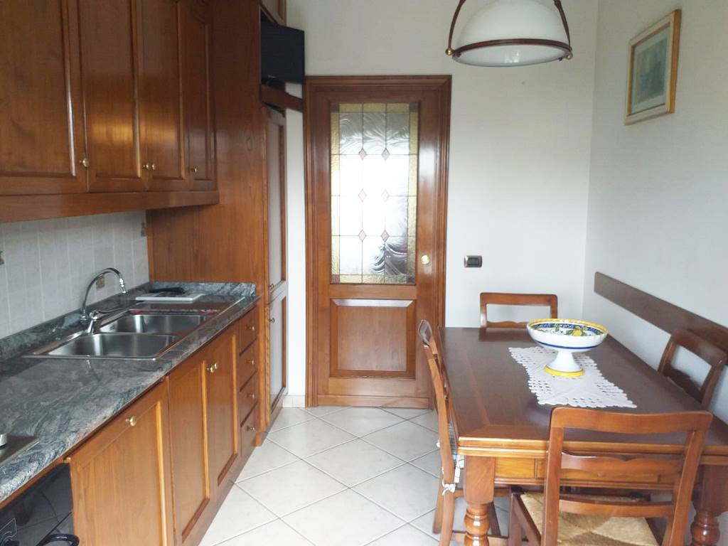 ISOLOTTO, FIRENZE, Apartment for sale of 90 Sq. mt., Excellent Condition, Heating Centralized, Energetic class: F, placed at 4° on 5, composed by: 4