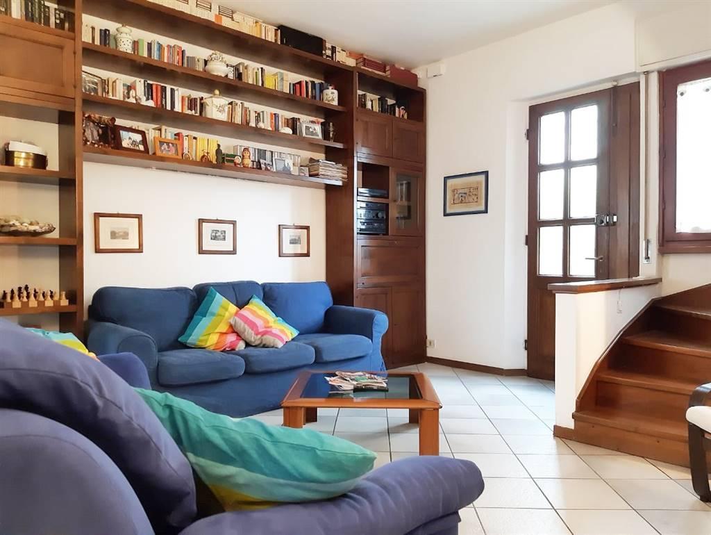 QUINTO BASSO, SESTO FIORENTINO, Appartamento in vendita di 65 Mq, Abitabile, Riscaldamento Centralizzato, Classe energetica: G, posto al piano Terra