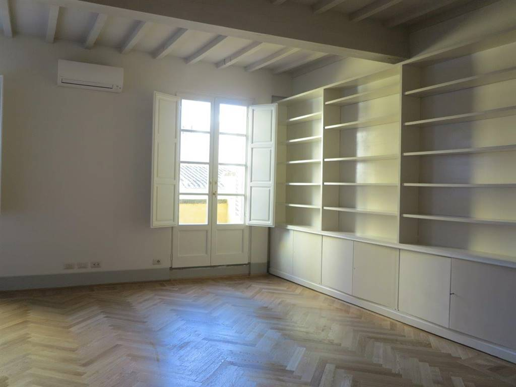 SANTA CROCE, FIRENZE, Apartment for rent of 290 Sq. mt., Restored, Heating Individual heating system, Energetic class: E, placed at 2° on 2, composed