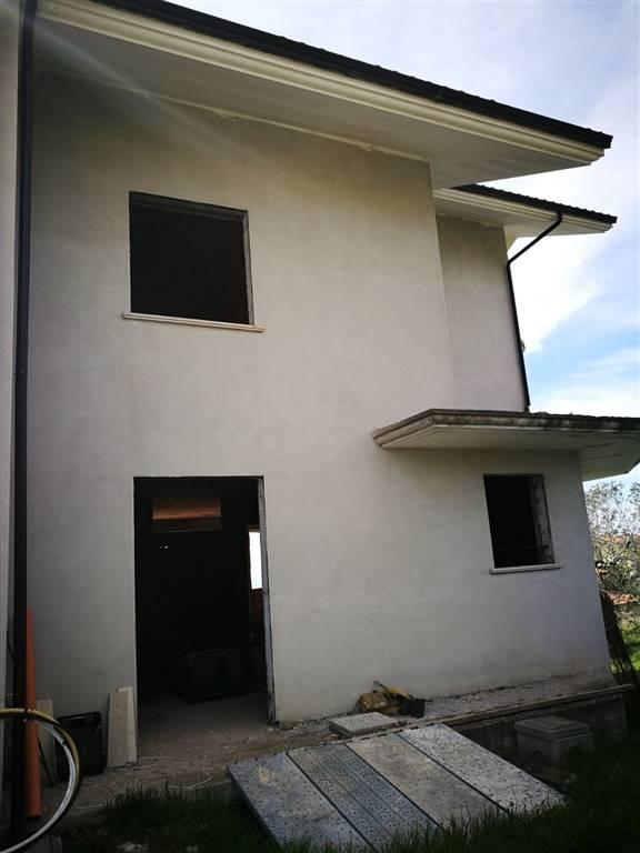 Villa in vendita a Sessa Aurunca, 11 locali, prezzo € 165.000 | CambioCasa.it