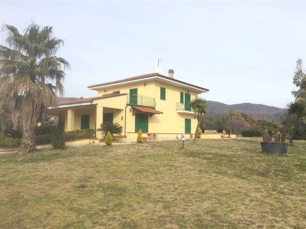 Villa in vendita a Sessa Aurunca, 8 locali, prezzo € 350.000 | CambioCasa.it