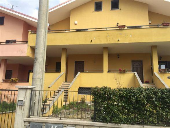 Villa a Schiera in vendita a Sessa Aurunca, 7 locali, prezzo € 220.000 | CambioCasa.it