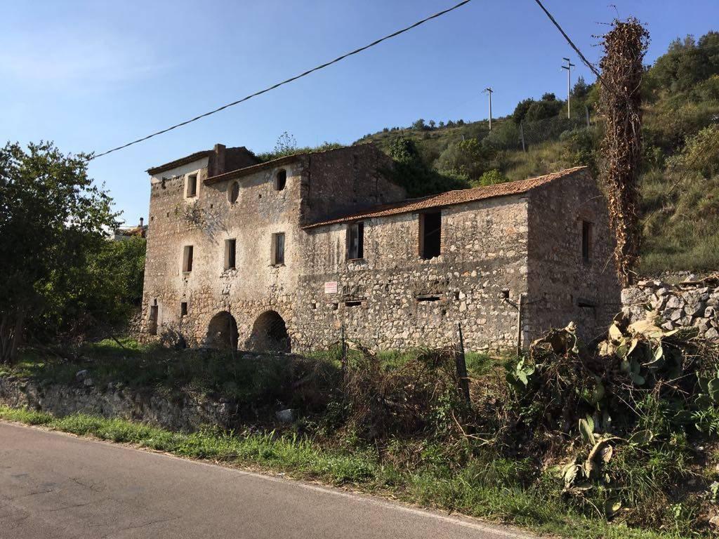 Rustico / Casale in vendita a Castelforte, 8 locali, zona Zona: Suio, prezzo € 88.000 | CambioCasa.it