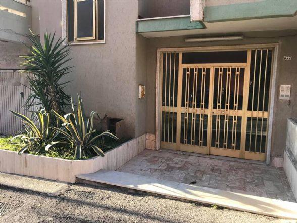 Appartamento in vendita a Mondragone, 7 locali, prezzo € 109.000 | CambioCasa.it