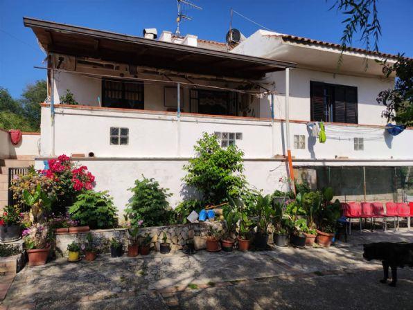 Appartamento in vendita a Sessa Aurunca, 4 locali, zona Località: RONGOLISE, prezzo € 140.000 | CambioCasa.it