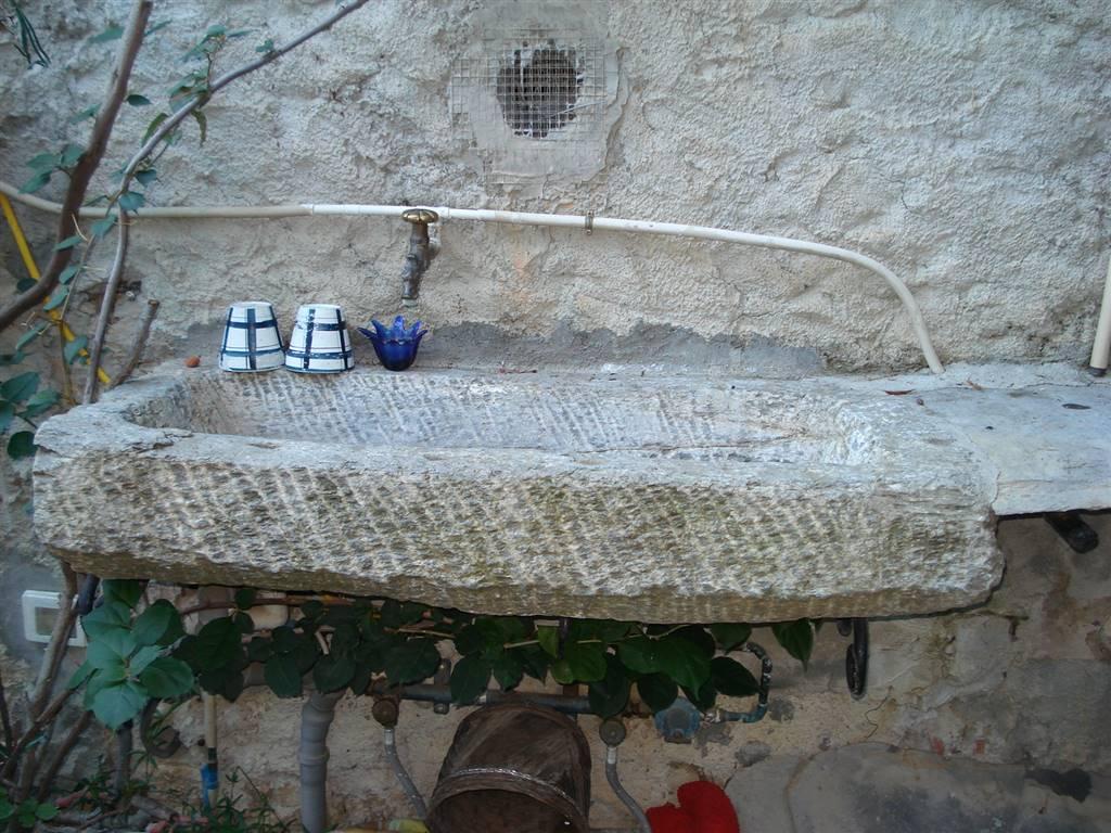 Particolare lavandino giardino