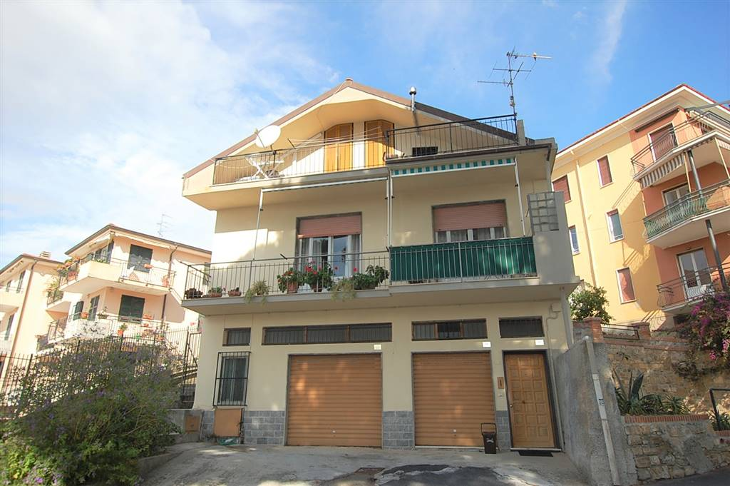 PORTO MAURIZIO PERIFERIA, IMPERIA, Apartment for sale of 240 Sq. mt., Good condition, Heating Individual heating system, Energetic class: G, Epi: 250,