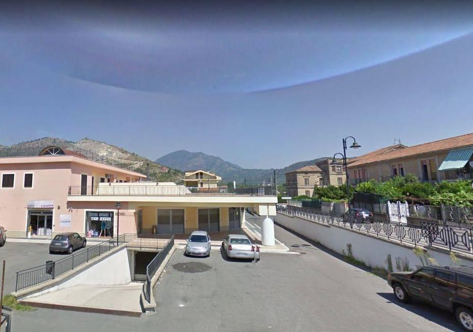 Negozio in Piazza Don Gaetano Fimiani, Mercato San Severino
