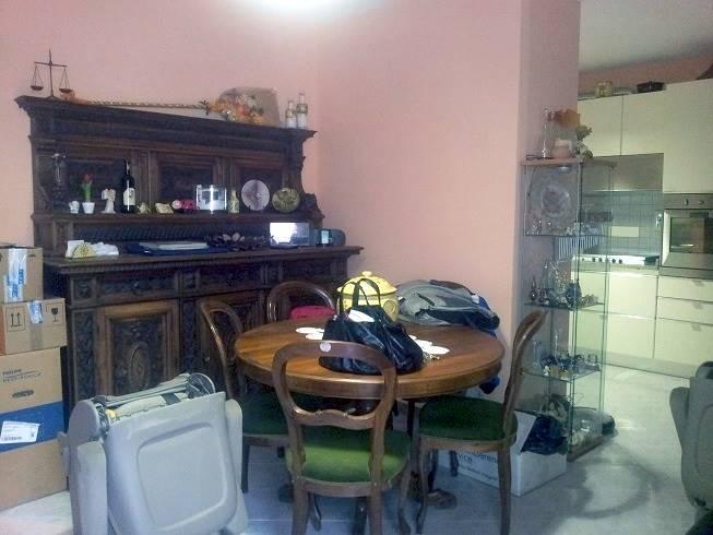 A Subbiano, in zona residenziale, comoda ai servizi, appartamento posto al piano rialzato composto da salotto-cucinotto, 3 camere, 2 bagni, balcone.