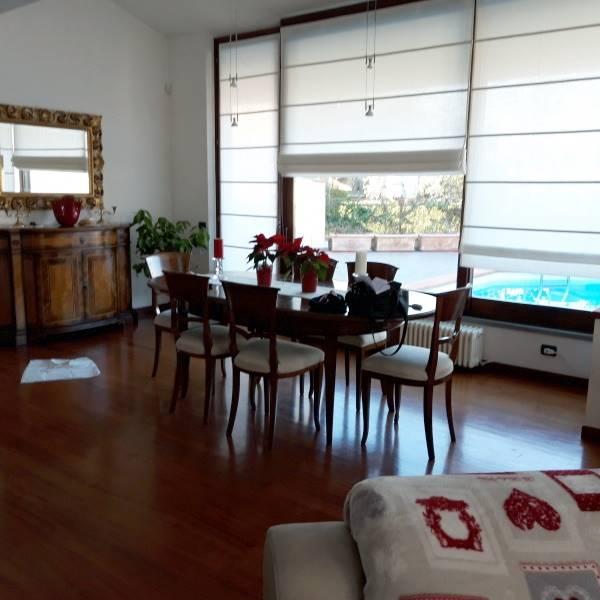 Pressi Santa Firmina, Villa singola su 3 livelli composta da: piano terra : soggiorno triplo, cucina abitabile, 2 camere matrimoniali con stanza