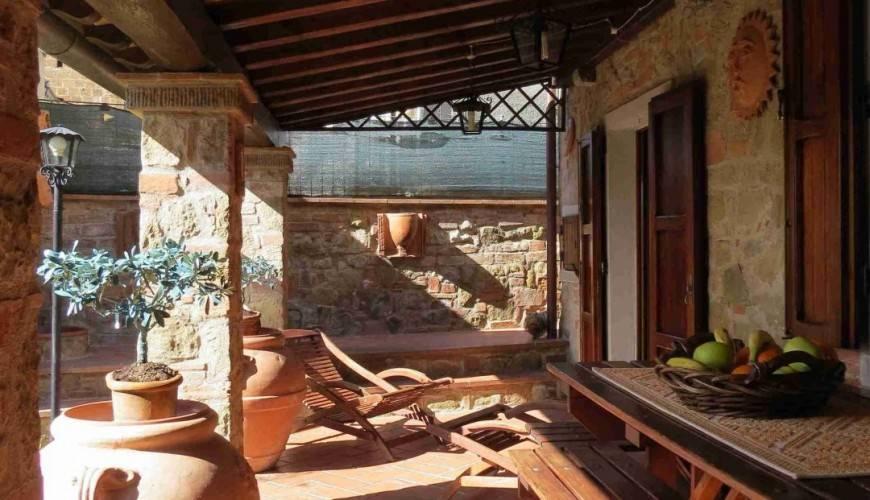 Alberoro terratetto ristrutturato in pietra (Rif.: V920) Toscana / Arezzo / Monte San Savino In posizione rialzata e tranquilla vendiamo terra tetto