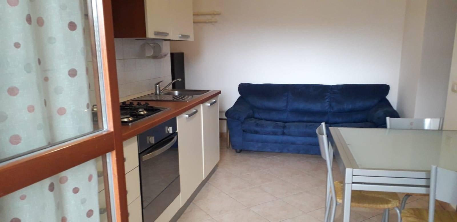 In zona Saione, in palazzo di recente costruzione, appartamento composto da disimpegno, angolo cottura/soggiorno, camera matrimoniale, bagno e