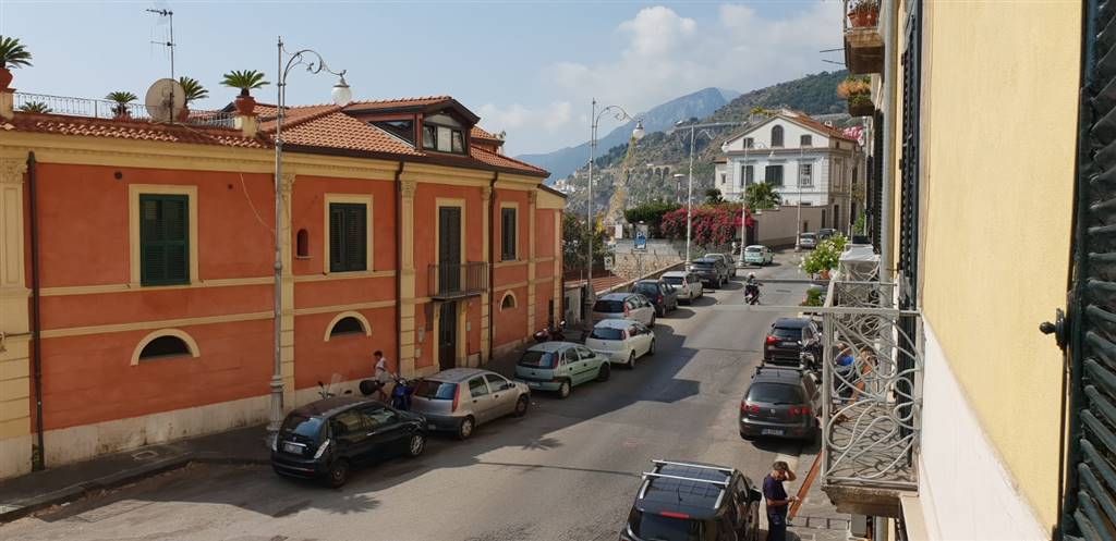 CENTRO, SALERNO, Apartment for rent of 155 Sq. mt., Heating Individual heating system, Energetic class: G, placed at 1°, composed by: 4 Rooms,