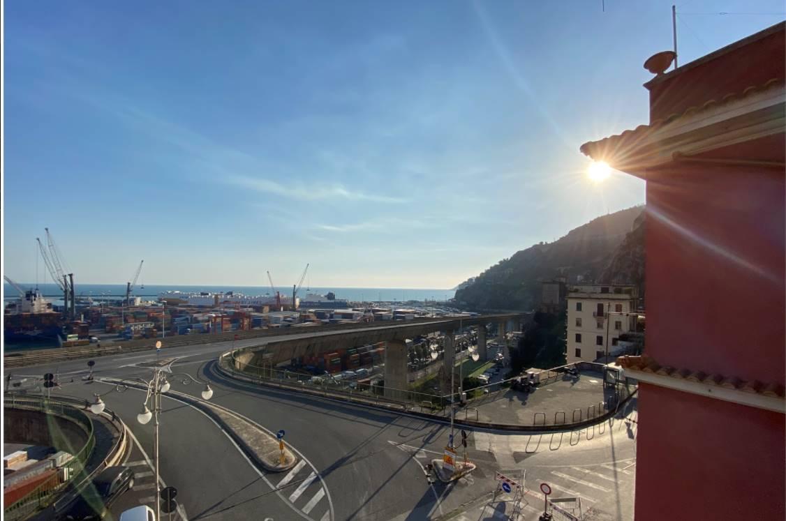 Via Benedetto Croce, punto strategico per entrare ed uscire dalla città senza difficoltà, vendesi appartamento panoramico in caratteristico