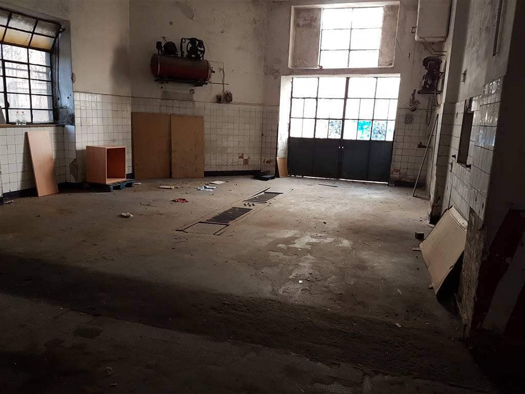 Box / Garage in vendita a Salerno, 9999 locali, zona Zona: Carmine, prezzo € 290.000 | CambioCasa.it
