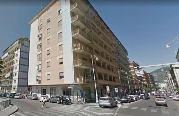 Appartamento in affitto a Salerno, 5 locali, zona Zona: Centro, prezzo € 1.150 | CambioCasa.it